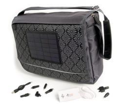 originele relatiegeschenken zoals een laptop tas met zonnepaneel.